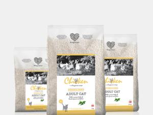 Kingsmoor kattefoder er et lækkert kvalitet foder baseret på de bedste råvarer, uden korn, farvestoffer, konservering eller andet kunstigt.